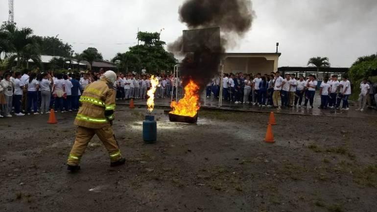 Simulacro de evacuación en la Unidad Educativa Santa Ana de Cotacahi – Recinto Las Golondrinas