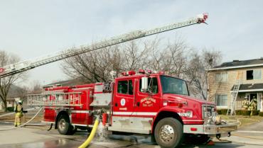 Entrega formal de la unidad contra incendios